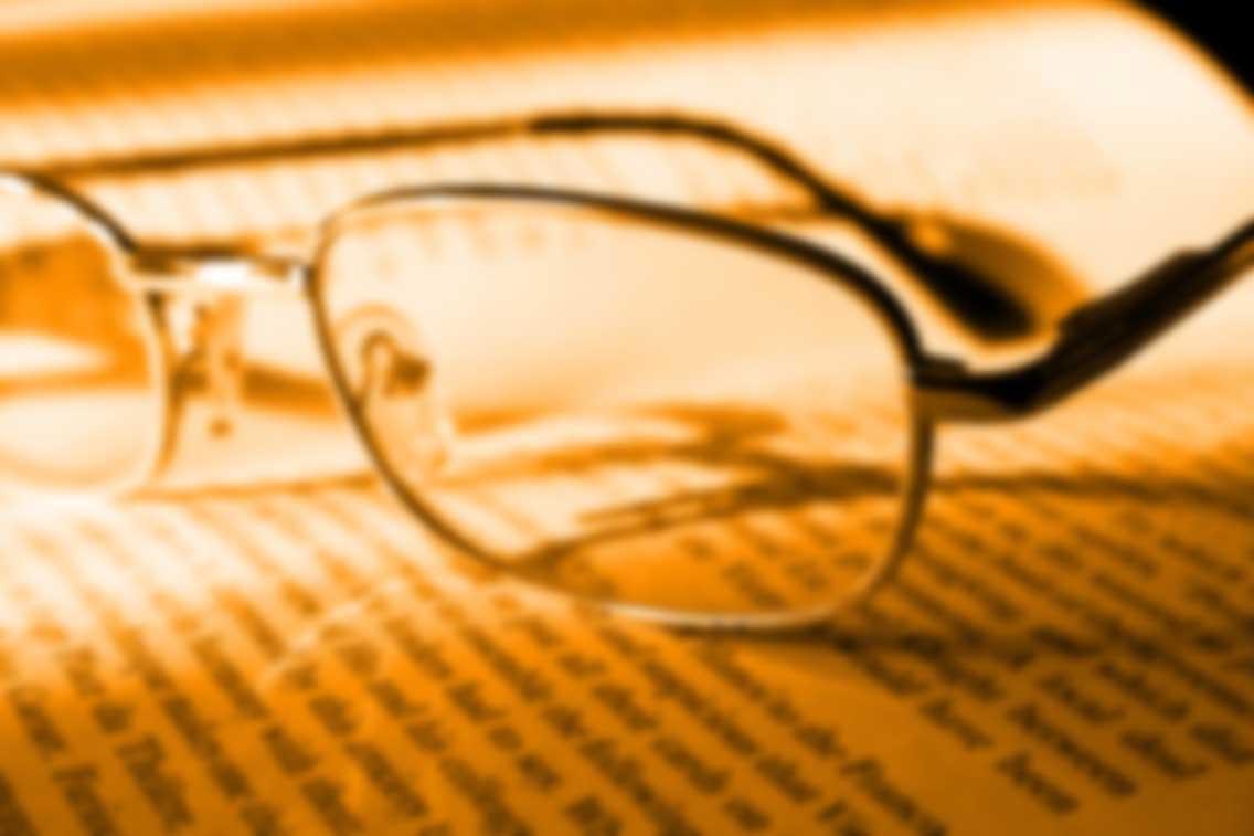 book-and-glasses_My2cvSDu
